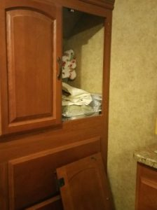 Cabinet with the door issue