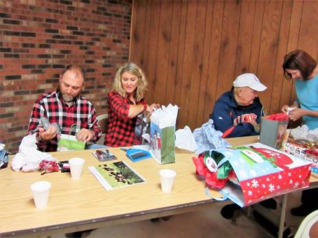 Jim, Jr, Jessica, Tommy, & Julie w/gifts
